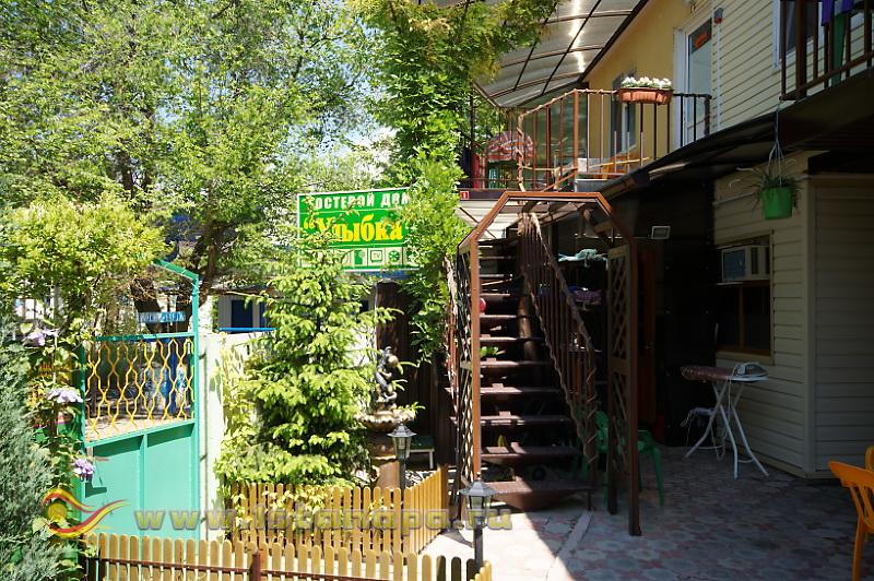 "Анапа п. Джемете гостевой дом ""Улыбка"" территория"